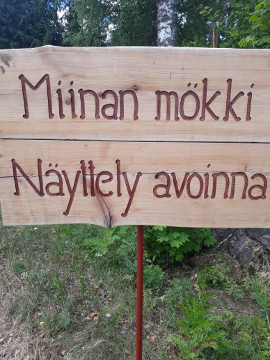puinen _näyttelykyltti