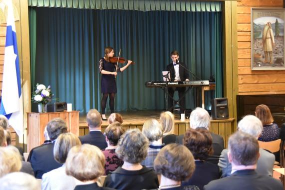 Jasmin Mönkkönen ja Pietari Savolainen (kuva Juha Silvanto)
