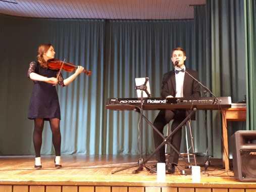 Jasmin Mönkkönen ja Pietari Savolainen (kuva Paula Eskola)