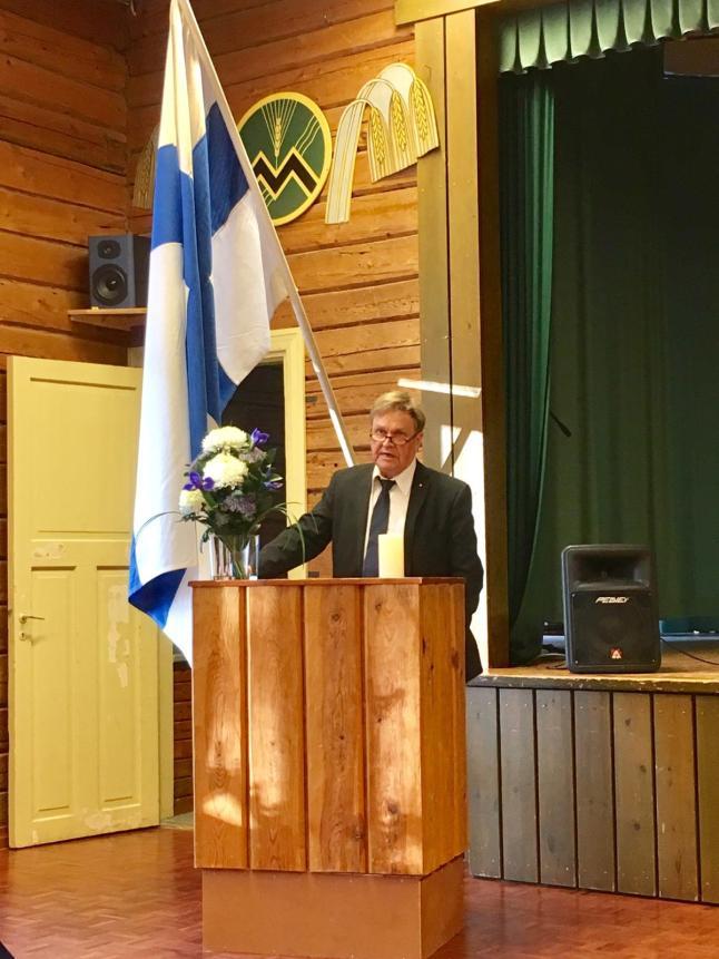 Hannu Mäkelä puhuu (kuva Paula Eskola)